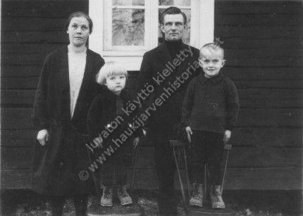 Hanna, Pauli, Erkki ja Pentti Kanerva 1928