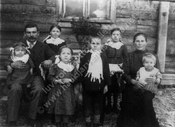 Fanny ja Kalle Haukipää perheineen