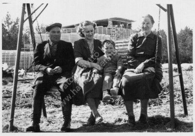 Emil ja Sirkka (os. Jääskeläinen) poikansa kanssa sekä Ida Jääskeläinen